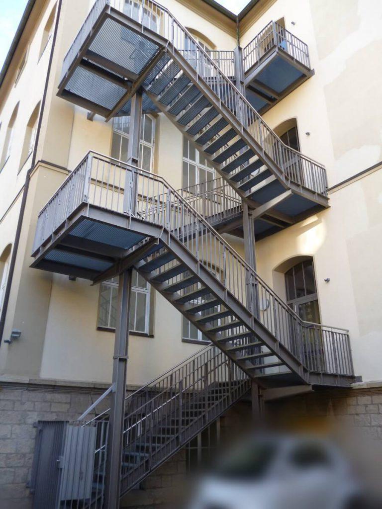 Treppenturm-Fertigen-montieren