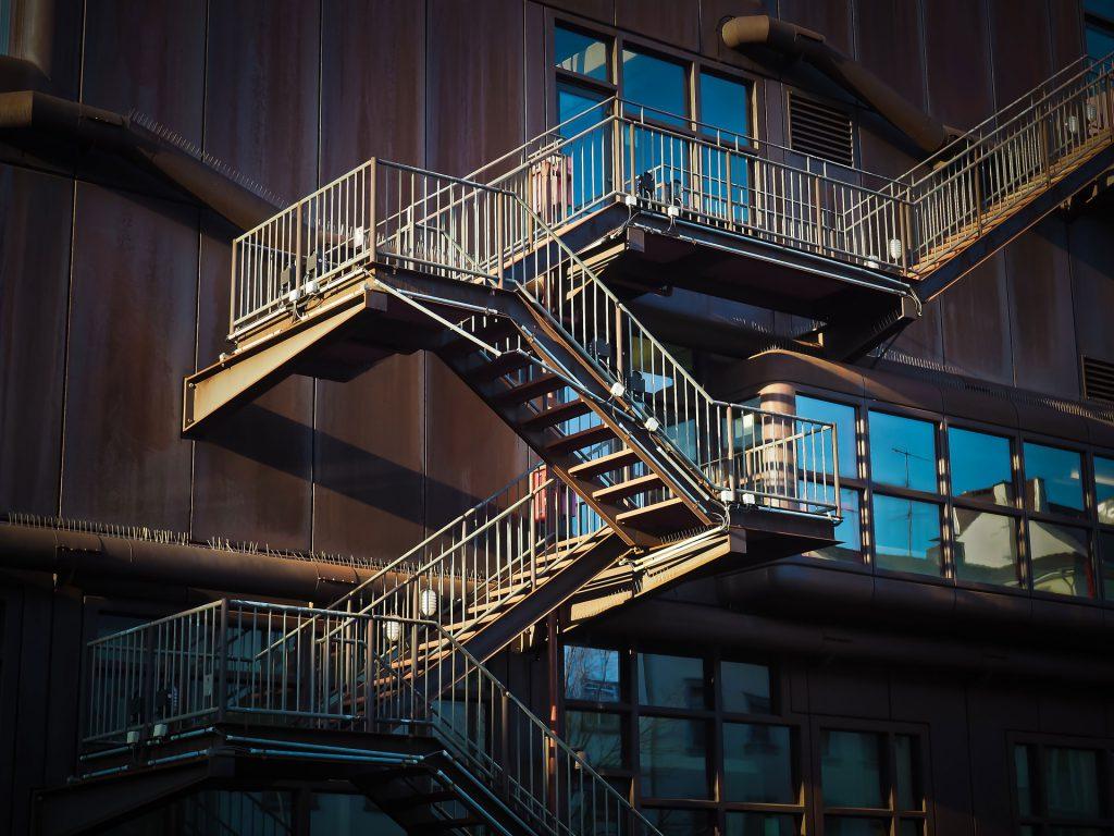 Metallbau-Nürnberg-palkon-treppen-geländer-balkone-carports-Stahlbau-Maschinenbau
